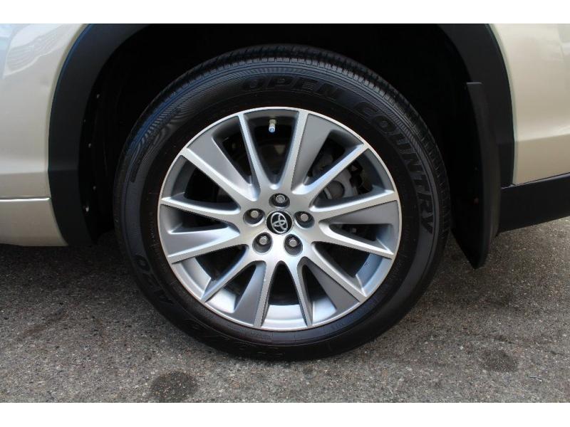 Toyota Highlander 2016 price $32,889