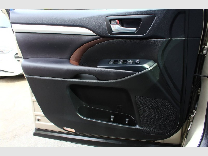 Toyota Highlander 2016 price $35,889