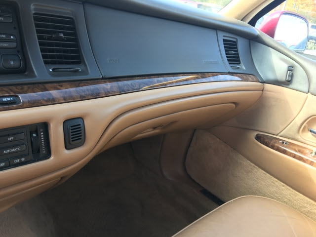 Lincoln TOWN CAR 1995 price $2,995