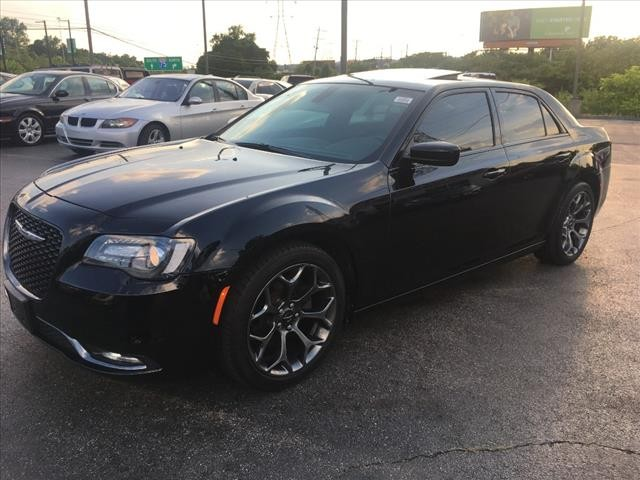 Chrysler 300 2017 price $24,495