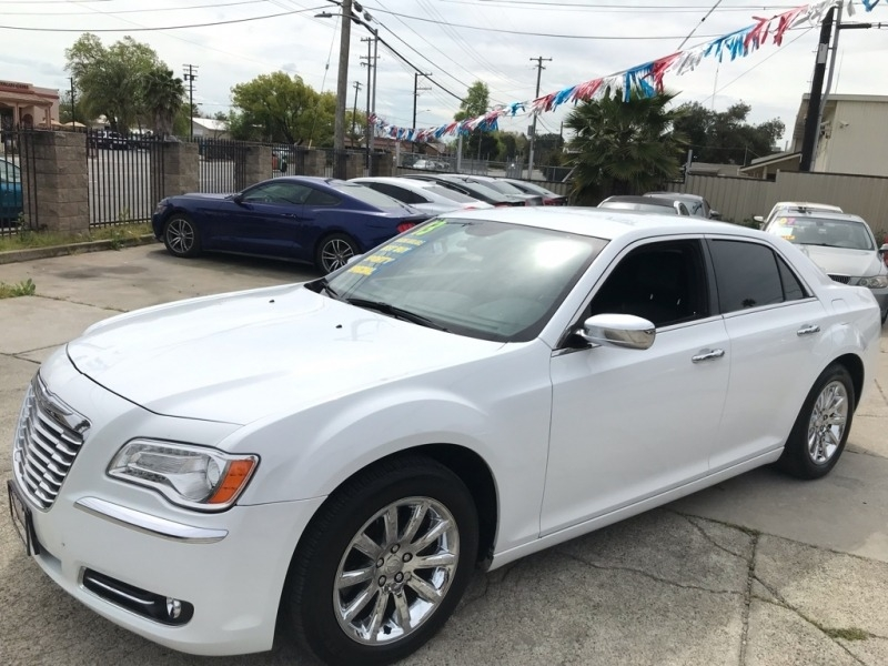 Chrysler 300 2013 price $15,999