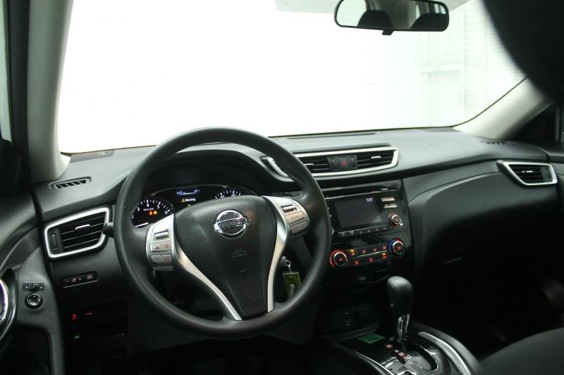 Nissan Rogue 2015 price $10,890