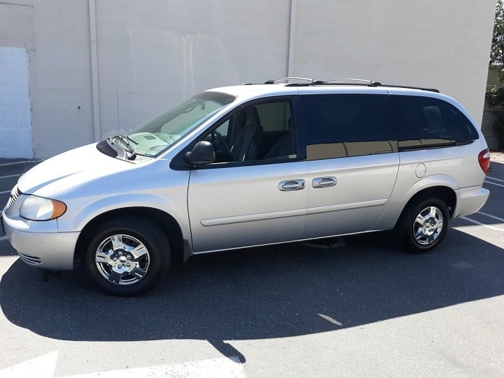 Chrysler Town & Country 2004 for Sale in Modesto, CA