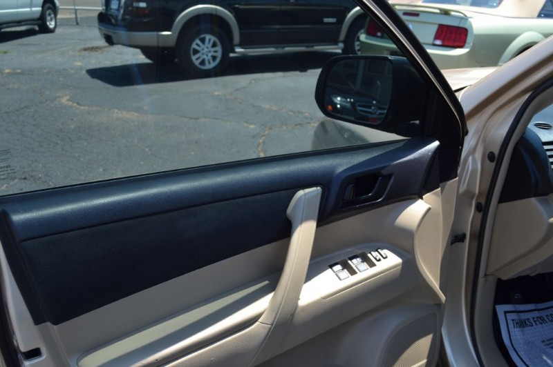 Toyota Highlander 2012 price $11,595