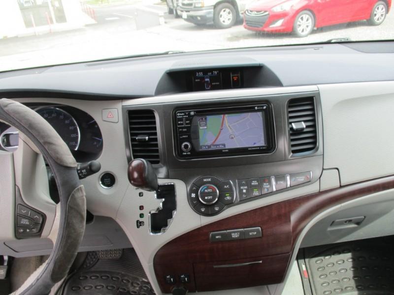 Toyota Sienna 2014 price $17,000