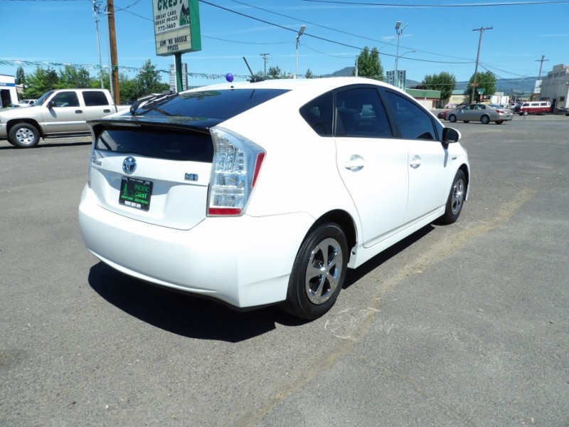 Toyota Prius 2011 price $7,979