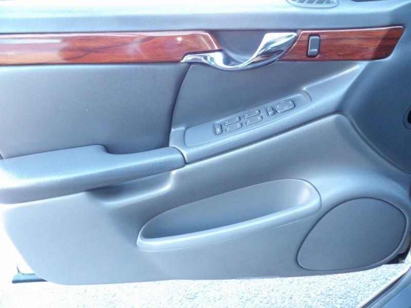 Cadillac DeVille 2005 price $3,975