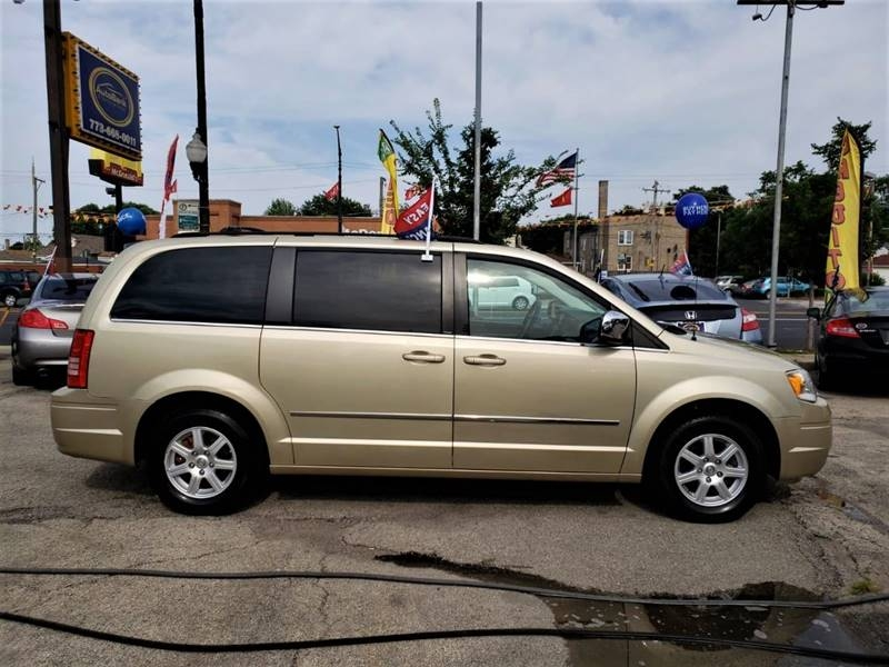 Chrysler Town and Country 2010 price $1,500 Down