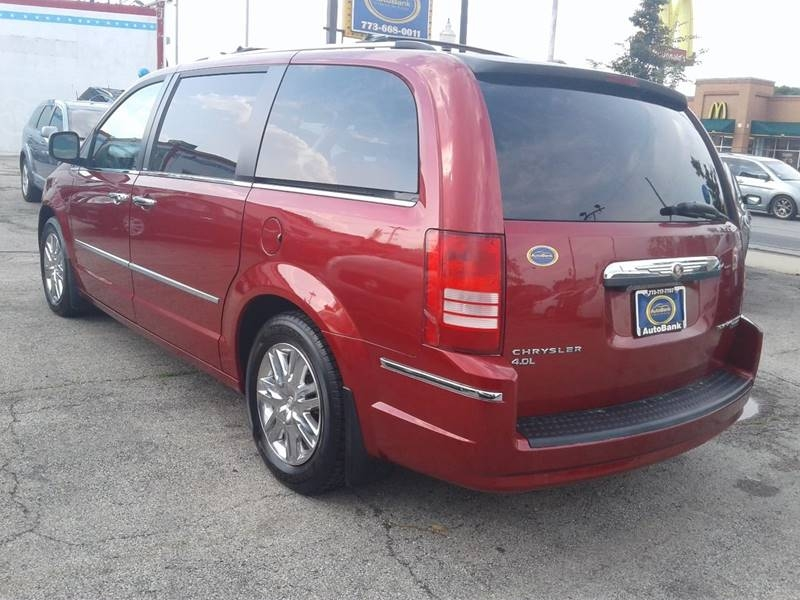 Chrysler Town and Country 2010 price $1,499