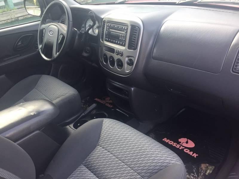 Ford Escape 2004 price $1,000 Down