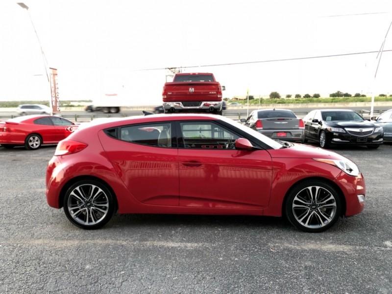 Hyundai Veloster 2014 price $10,888