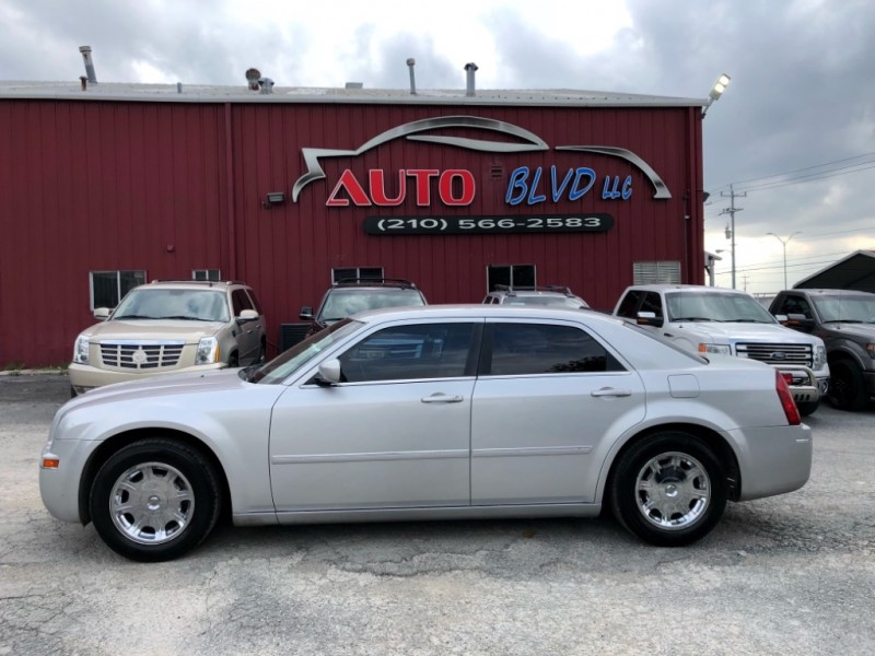 Chrysler 300 2006 price $5,900