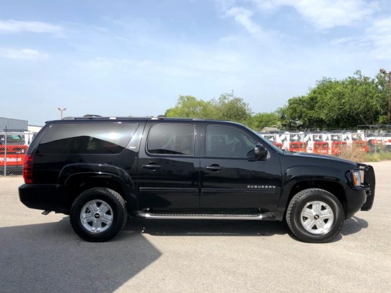Chevrolet Suburban 2013 price $15,997