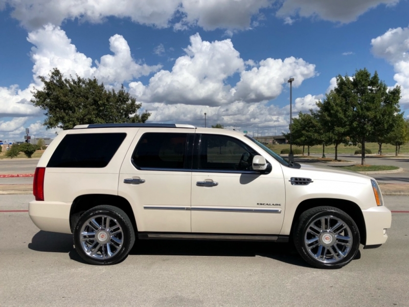 Cadillac Escalade 2012 price $22,997