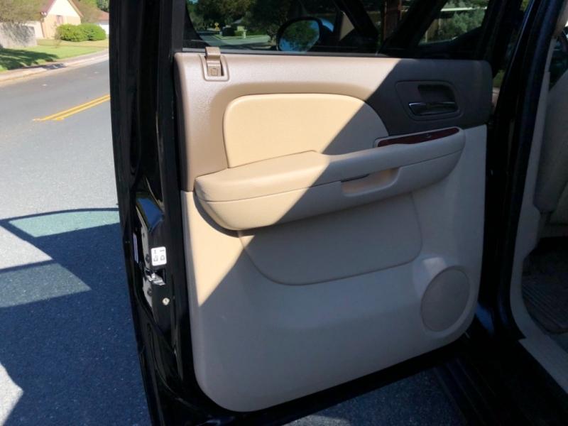 Chevrolet Suburban 2014 price $17,600