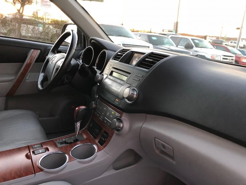 Toyota Highlander 2009 price $8,700