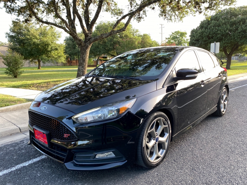 Ford Focus 2017 price $16,500