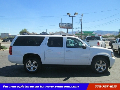 2013 Chevrolet Suburban 4WD LT ** FREE 3 MONTH SERVICE CONTRACT!!