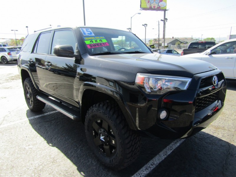 Toyota 4Runner 2015 price $27,995