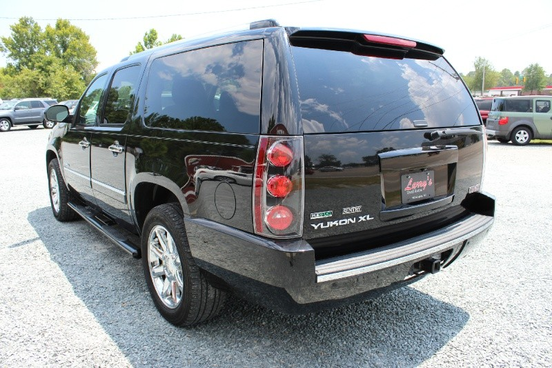 GMC Yukon XL 2011 price $16,995