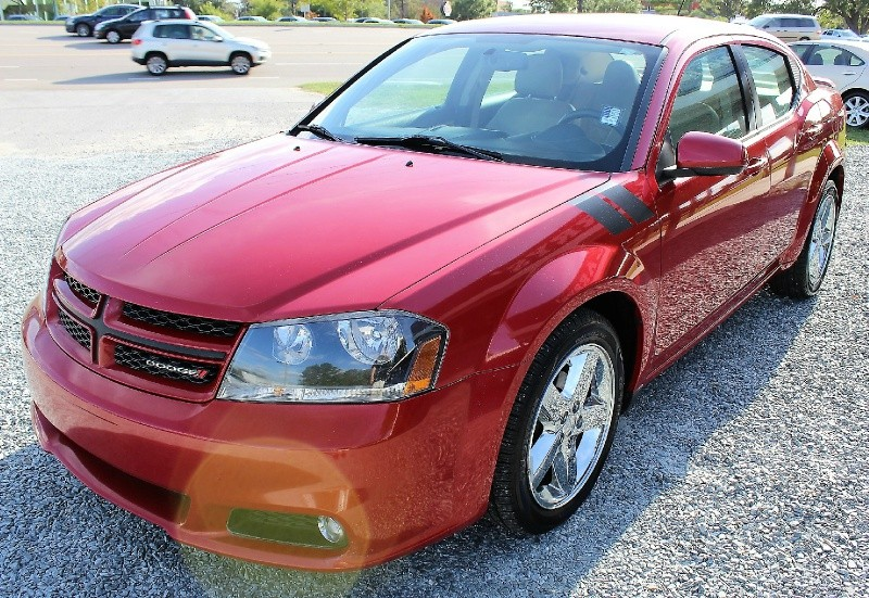 Dodge Avenger 2013 price $8,100