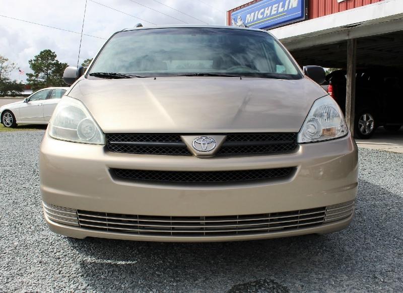 Toyota Sienna 2005 price $5,200