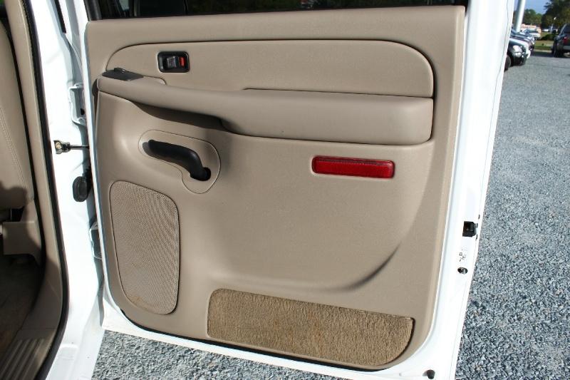 GMC Sierra 2500HD 2004 price $13,900