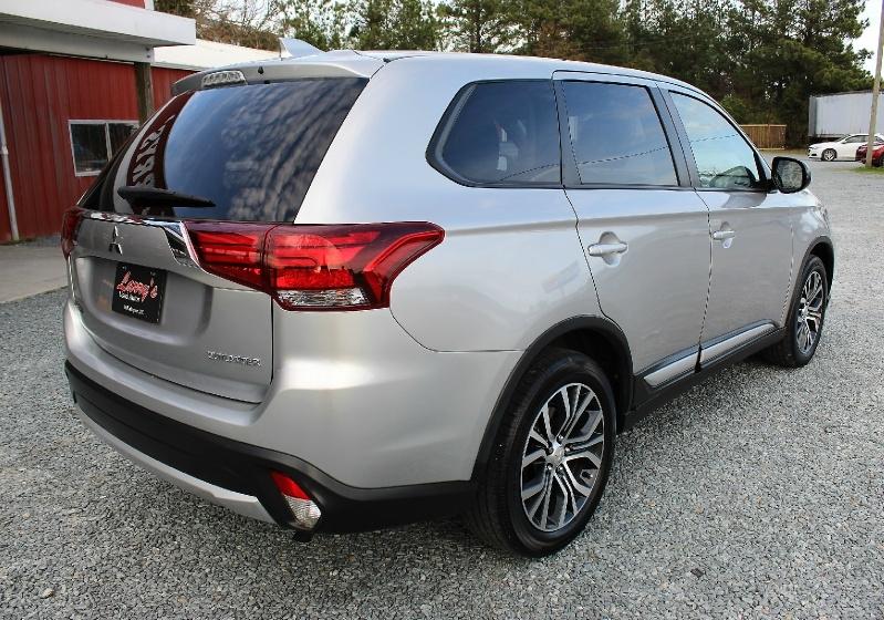 Mitsubishi Outlander 2018 price $12,995