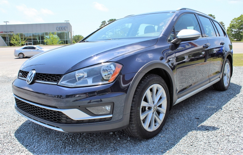 Volkswagen Golf Alltrack 2017 price $15,500