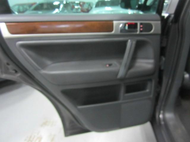 Volkswagen Touareg 2010 price $11,798