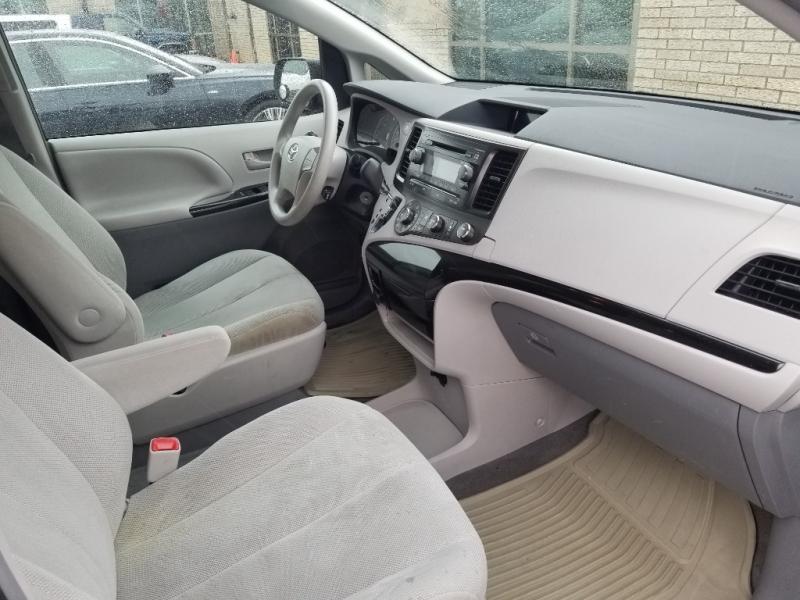 Toyota Sienna 2012 price $6,798