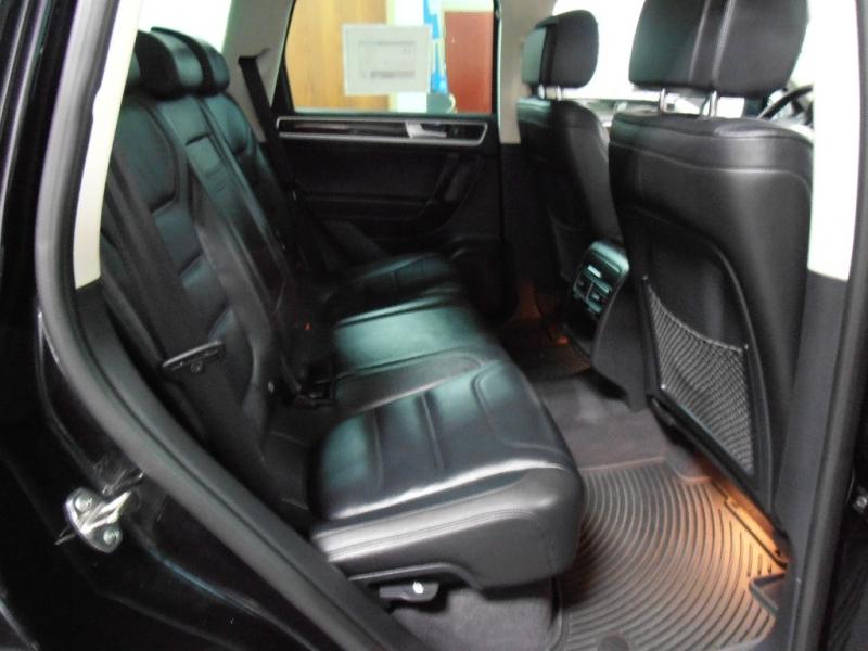 Volkswagen Touareg 2015 price $20,998