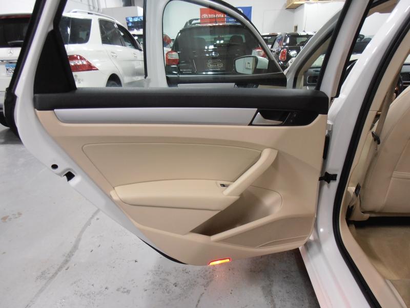 Volkswagen Passat 2012 price $9,498