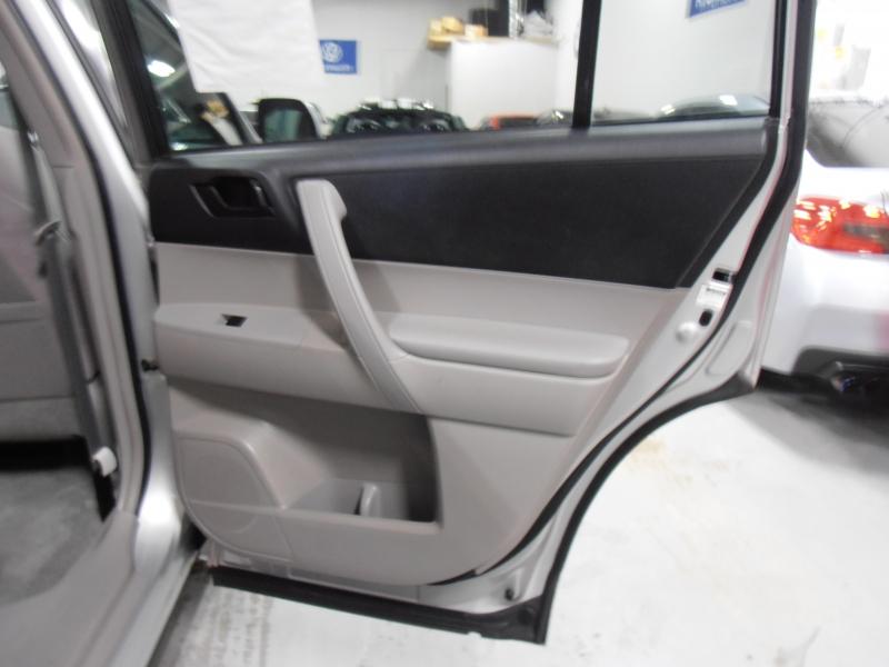 Toyota Highlander 2008 price $7,598