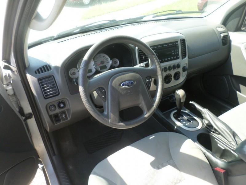 Ford Escape 2006 price $4,995