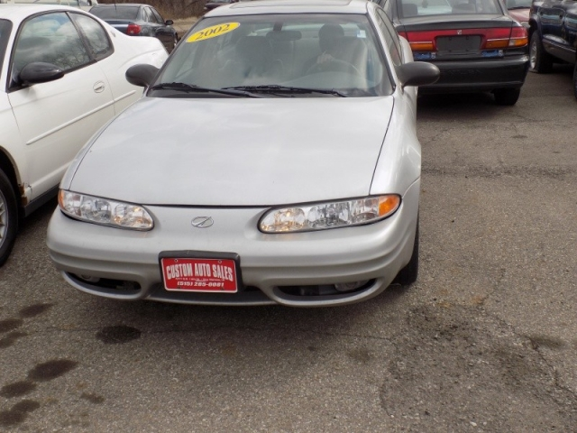 2002 oldsmobile alero 4dr sdn gls now accepting dmacc cards 2002 oldsmobile alero aloadofball Choice Image