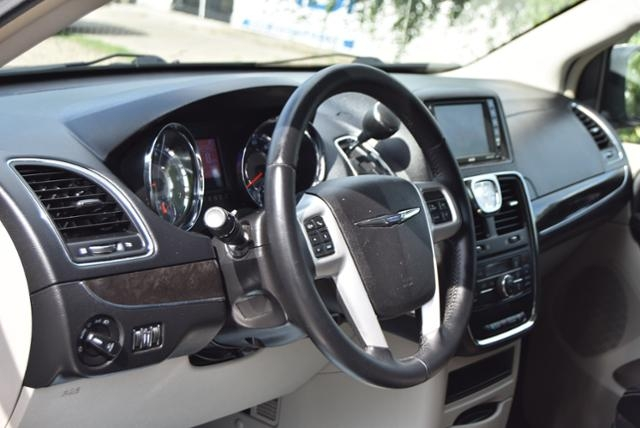 Chrysler Town & Country 2015 price $6,999