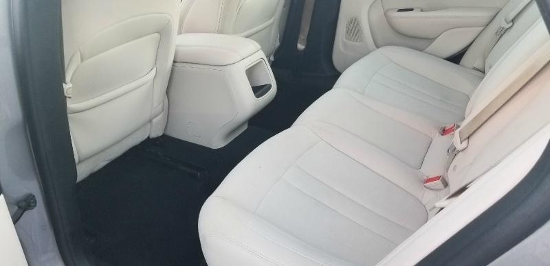 Chrysler 200 2015 price $6,950