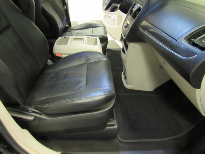 Chrysler Town & Country 2016 price $11,500