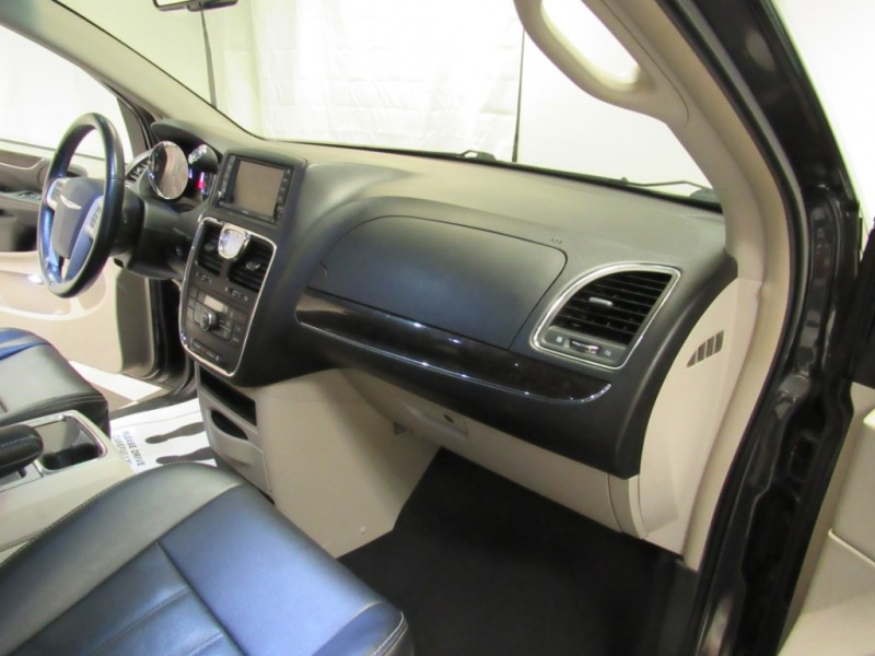 Chrysler Town & Country 2014 price $12,995