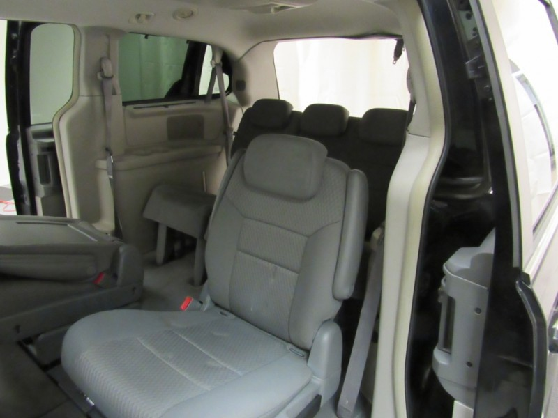 Chrysler Town & Country 2008 price $6,895