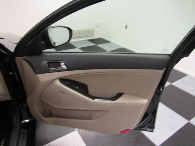 Kia Optima 2013 price $11,995
