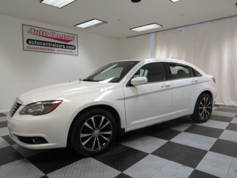 Chrysler 200 2013 price $7,922