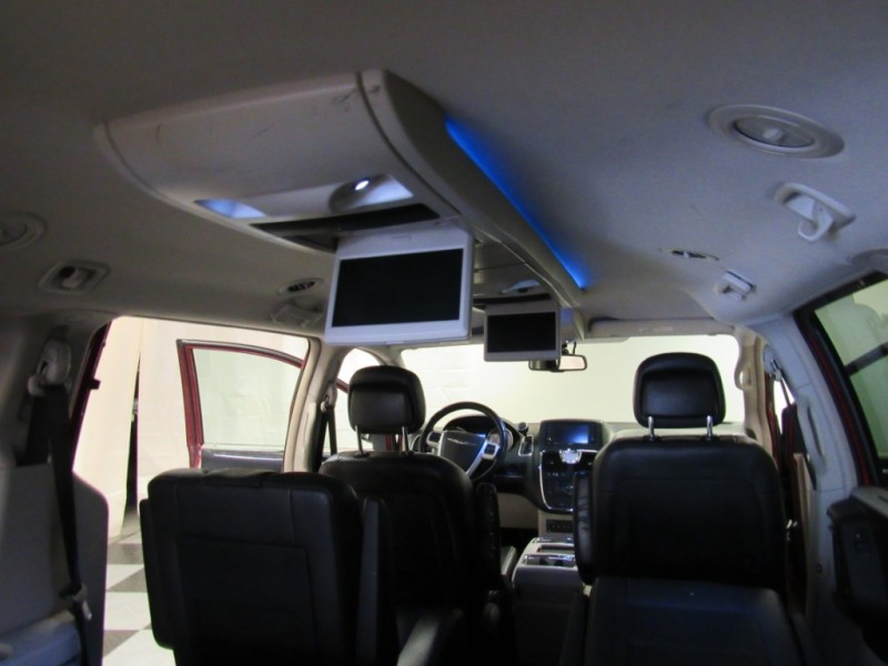 Chrysler Town & Country 2012 price $10,922