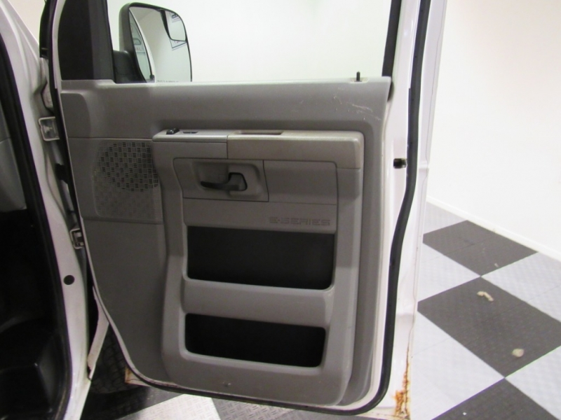 Ford Econoline Cargo Van 2011 price $4,795