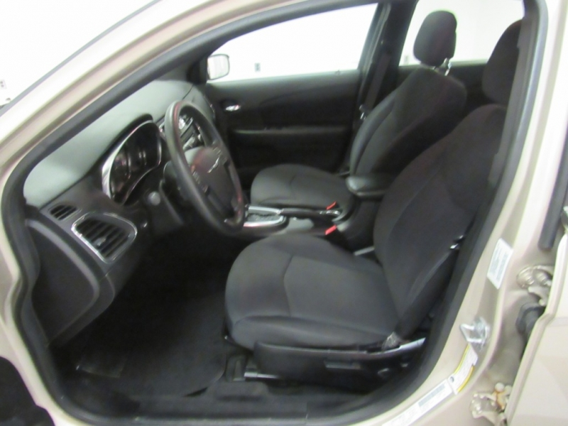 Chrysler 200 2014 price $6,999