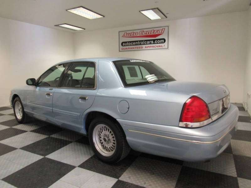 Ford Crown Victoria 2000 price $2,495