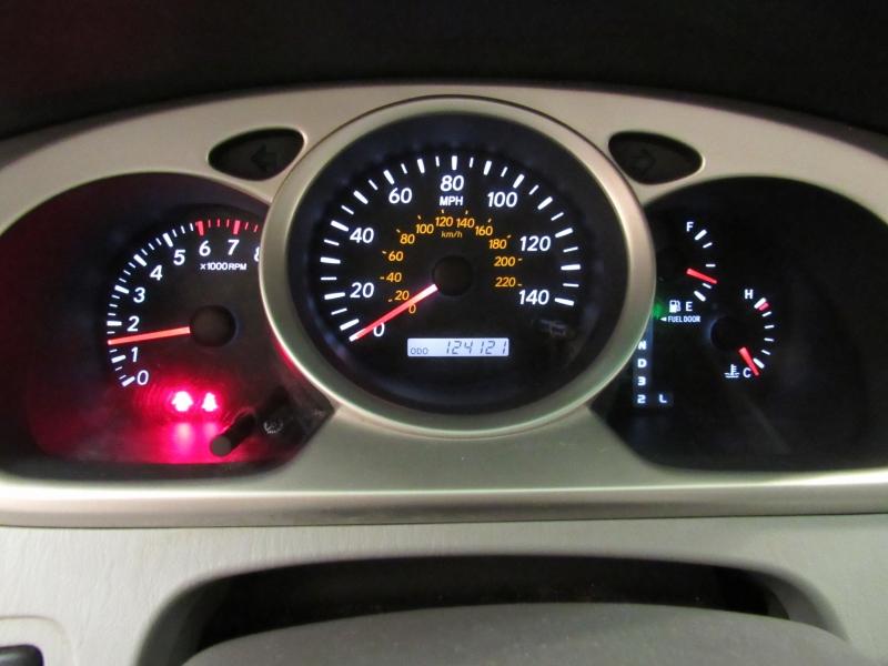 Toyota Highlander AWD 2005 price $5,995