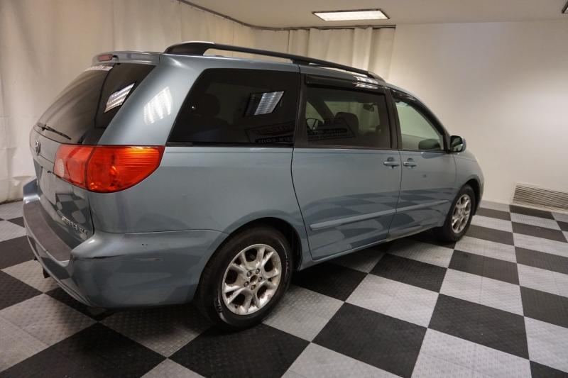 Toyota Sienna 2006 price $3,295