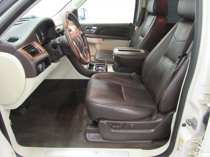 Cadillac Escalade ESV 2011 price $20,995